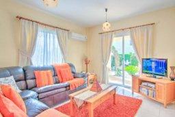 Гостиная. Кипр, Корал Бэй : Роскошная вилла с 3-мя спальнями, с бассейном, солнечной террасой с патио и барбекю