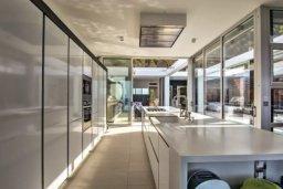 Кухня. Кипр, Помос : Уникальная вилла с потрясающим панорамным видом на море, с 3-мя спальнями, с бассейном, просторной террасой, патио и барбекю
