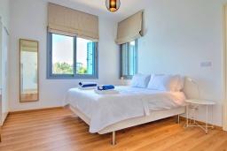 Спальня 2. Кипр, Лачи : Эксклюзивная вилла с видом на море, с 3-мя спальнями, с бассейном, тенистой террасой с патио, в окружении пышного зелёного сада, расположена в 350 метрах от пляжа Neo Chorio 2 Beach