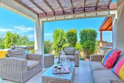 Терраса. Кипр, Лачи : Роскошное бунгало с террасой на крыше с панорамным видом на море и lounge-зоной, с 3-мя спальнями, с бассейном, джакузи, летней кухней и барбекю, расположено около пляжа Souli Beach