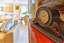 Гостиная. Кипр, Полис город : Роскошное бунгало с 3-мя спальнями, с бассейном, тенистой террасой с патио и барбекю, в окружение красивого зелёного сада