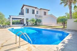 Вид на виллу/дом снаружи. Кипр, Полис город : Роскошная вилла с террасой на крыше с потрясающим видом на море, с 3-мя спальнями, с бассейном, патио и барбекю, расположена в 100 метрах от пляжа Polis Beach