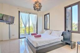 Спальня. Кипр, Полис город : Роскошная вилла с террасой на крыше с потрясающим видом на море, с 3-мя спальнями, с бассейном, патио и барбекю, расположена в 100 метрах от пляжа Polis Beach
