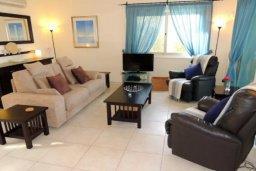 Гостиная. Кипр, Лачи : Замечательная вилла с прекрасным видом на залив Chrysochou, с 3-мя спальнями, с бассейном, уютной террасой с патио, в окружение красивого ландшафтного сада