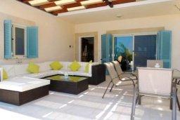 Патио. Кипр, Лачи : Замечательная вилла с прекрасным видом на залив Chrysochou, с 3-мя спальнями, с бассейном, уютной террасой с патио, в окружение красивого ландшафтного сада