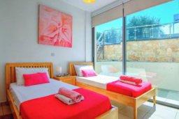 Спальня. Кипр, Лачи : Сказочная вилла с панорамным и беспрепятственным видом на залив Chryshochou и гавань Latchi, с 3-мя спальнями, с бассейном, уличным джакузи, барбекю и с потрясающей меблированной террасой на крыше
