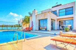 Территория. Кипр, Лачи : Сказочная вилла с панорамным и беспрепятственным видом на залив Chryshochou и гавань Latchi, с 3-мя спальнями, с бассейном, уличным джакузи, барбекю и с потрясающей меблированной террасой на крыше