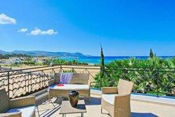 Патио. Кипр, Хлорака : Прекрасная вилла с 4-мя спальнями, с бассейном и двориком, расположена в Пафосе для 8-ти гостей