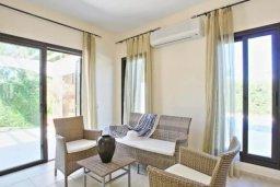 Гостиная. Кипр, Хлорака : Прекрасная вилла с 4-мя спальнями, с бассейном и двориком, расположена в Пафосе для 8-ти гостей