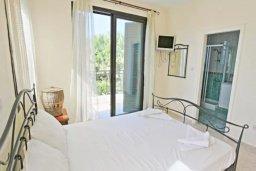 Спальня. Кипр, Хлорака : Прекрасная вилла с 4-мя спальнями, с бассейном и двориком, расположена в Пафосе для 8-ти гостей