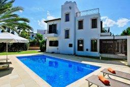 Бассейн. Кипр, Хлорака : Прекрасная вилла с 4-мя спальнями, с бассейном и двориком, расположена в Пафосе для 8-ти гостей