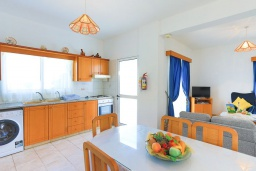 Кухня. Кипр, Аргака : Очаровательная кипрская вилла с 3-мя спальнями, с бассейном, в окружение лимонных и апельсиновых деревьев, с тенистой террасой с патио и барбекю