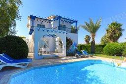 Вид на виллу/дом снаружи. Кипр, Аргака : Очаровательная вилла с 3-мя спальнями, бассейном, пышным зелёным садом, тенистой террасой с патио и барбекю