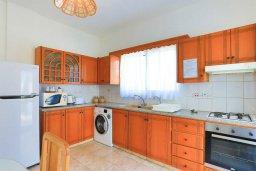Кухня. Кипр, Аргака : Очаровательная вилла с 3-мя спальнями, бассейном, пышным зелёным садом, тенистой террасой с патио и барбекю