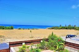 Вид на море. Кипр, Айя Марина Хрисохус : Замечательная кипрская вилла с потрясающим видом на море, с 3-мя спальнями, бассейном, тенистой террасой с патио и барбекю, расположена у пляжа Agia Marina,