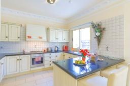 Кухня. Кипр, Каппарис : Очаровательная вилла с 3-мя спальнями, с бассейном, солнечной террасой с патио и барбекю, расположена в 100 метрах от пляжа Malama Beach