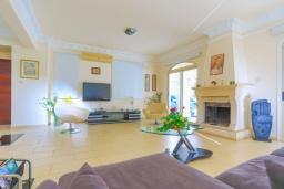 Гостиная. Кипр, Каппарис : Очаровательная вилла с 3-мя спальнями, с бассейном, солнечной террасой с патио и барбекю, расположена в 100 метрах от пляжа Malama Beach