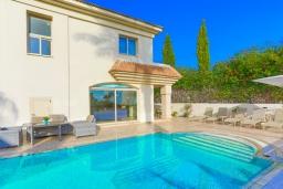 Вид на виллу/дом снаружи. Кипр, Каппарис : Очаровательная вилла с 3-мя спальнями, с бассейном, солнечной террасой с патио и барбекю, расположена в 100 метрах от пляжа Malama Beach