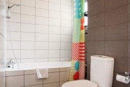 Ванная комната. Кипр, Скулли : Очаровательная вилла с 3 спальнями с для 6-ти гостей с бассейном и садом