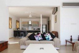 Гостиная. Кипр, Скулли : Очаровательная вилла с 3 спальнями с для 6-ти гостей с бассейном и садом