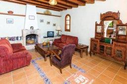 Гостиная. Кипр, Милиу : Очаровательная вилла с 3 спальнями с для 6-ти гостей с бассейном и садом