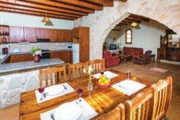 Кухня. Кипр, Милиу : Очаровательная вилла с 3 спальнями с для 6-ти гостей с бассейном и садом