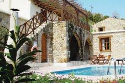 Бассейн. Кипр, Милиу : Очаровательная вилла с 3 спальнями с для 6-ти гостей с бассейном и садом