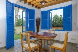 Обеденная зона. Кипр, Полис город : Очаровательная вилла с 2 спальнями с для 4-ти гостей с бассейном и садом