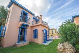 Фасад дома. Кипр, Полис город : Очаровательная вилла с 2 спальнями с для 4-ти гостей с бассейном и садом