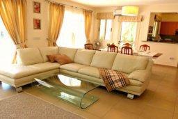 Гостиная. Кипр, Лачи : Потрясающая вилла с 3-мя спальнями, с бассейном, красивым ландшафтным садом, тенистой террасой с патио и барбекю