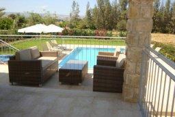 Патио. Кипр, Аргака : Роскошная вилла с потрясающим видом на море, с 3-мя спальнями, с бассейном, тенистой террасой с патио и барбекю, расположена рядом с морем и имеет прямой доступ к песчаному пляжу