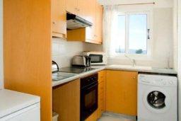 Кухня. Кипр, Аргака : Очаровательный таунхаус с видом на море, с 3-мя спальнями, в комплексе с бассейном и джакузи