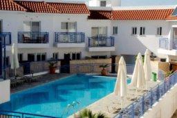 Бассейн. Кипр, Аргака : Очаровательный таунхаус с видом на море, с 3-мя спальнями, в комплексе с бассейном и джакузи