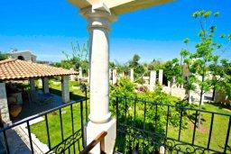 Вид. Кипр, Аргака : Эксклюзивная вилла с 3-мя спальнями, с бассейном с водопадом, с настольным теннисом, барной стойкой и ландшафтным садом