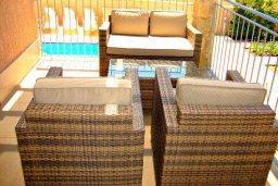 Патио. Кипр, Аргака : Роскошная вилла с 4-мя спальнями, с бассейном и джакузи, красивым ландшафтным садом, патио, барбекю, настольным теннисом теннисом и бильярдом