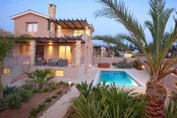 Фасад дома. Кипр, Аргака : Роскошная вилла с 4-мя спальнями, с бассейном и джакузи, красивым ландшафтным садом, патио, барбекю, настольным теннисом теннисом и бильярдом