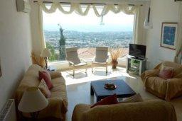 Гостиная. Кипр, Пейя : Роскошная вилла с видом на Средиземное море, с 5-ю спальнями, с бассейном, уютной тенистой террасой с патио и барбекю, с настольным теннисом и бильярдом