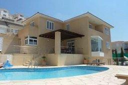 Фасад дома. Кипр, Пейя : Роскошная вилла с видом на Средиземное море, с 5-ю спальнями, с бассейном, уютной тенистой террасой с патио и барбекю, с настольным теннисом и бильярдом