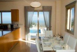 Гостиная. Кипр, Друсхия : Роскошная вилла с видом на море, с 4-мя спальнями, с бассейном, сауной и джакузи, расположена на краю красивого национального парка Akamas