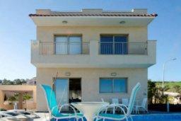 Фасад дома. Кипр, Друсхия : Великолепная вилла с видом на море, с 4-мя спальнями, с бассейном, сауной и джакузи, расположена на краю красивого национального парка Akamas