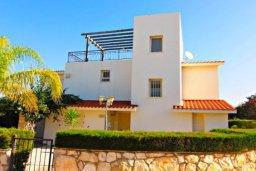 Фасад дома. Кипр, Хлорака : Комфортабельная вилла с 3-мя спальнями, с бассейном, тенистой террасой с патио и барбекю
