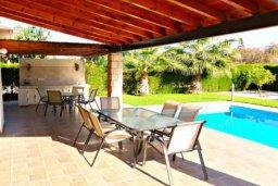 Патио. Кипр, Хлорака : Комфортабельная вилла с 3-мя спальнями, с бассейном, тенистой террасой с патио и барбекю
