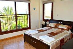 Спальня. Кипр, Аргака : Впечатляющая вилла с удивительным непрерывным видом на море и горы, с 5-ю спальнями, с бассейном, ландшафтным садом с патио и барбекю