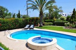Бассейн. Кипр, Лачи : Прекрасная вилла с 3-мя спальнями, с бассейном, красивым ландшафтным садом, тенистой террасой с патио и барбекю