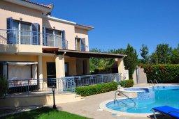 Фасад дома. Кипр, Лачи : Прекрасная вилла с 3-мя спальнями, с бассейном, красивым ландшафтным садом, тенистой террасой с патио и барбекю