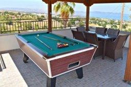 Развлечения и отдых на вилле. Кипр, Аргака : Шикарная вилла с удивительным непрерывным видом на море и горы, с 3-мя спальнями, с бассейном, уютным двориком с патио, барбекю и с большой меблированной террасой на крыше с бильярдом