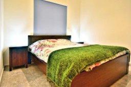 Спальня. Кипр, Аргака : Шикарная вилла с удивительным непрерывным видом на море и горы, с 3-мя спальнями, с бассейном, уютным двориком с патио, барбекю и с большой меблированной террасой на крыше с бильярдом
