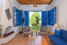 Гостиная. Кипр, Полис город : Очаровательная вилла с 3 спальнями для 6-ти гостей с бассейном и садом