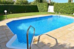 Бассейн. Кипр, Корал Бэй : Комфортабельная вилла с 3-мя спальнями, с бассейном, уютным двориком с патио и барбекю