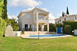 Территория. Кипр, Корал Бэй : Комфортабельная вилла с 3-мя спальнями, с бассейном, уютным двориком с патио и барбекю